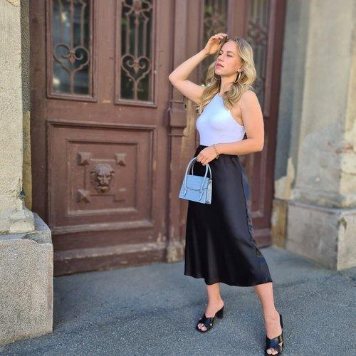 Crno bijela elegancija za ljeto u gradu. 🖤🤍 @petrahusaiin #supernovahr #summerinthecity #sumerfashion #blackandwhite